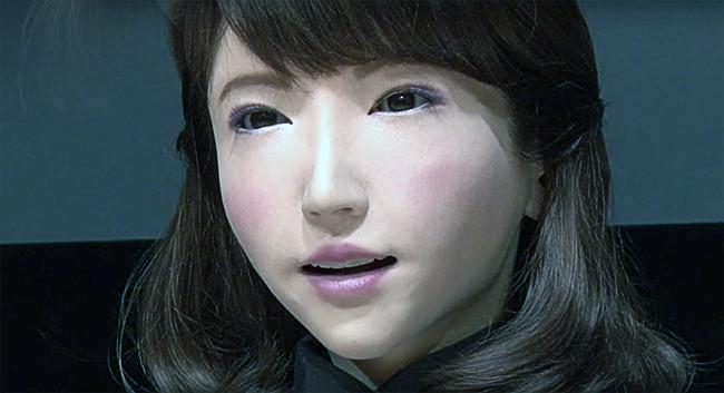 Erica es el último robot japonés con aspecto humano, nos imita conversando