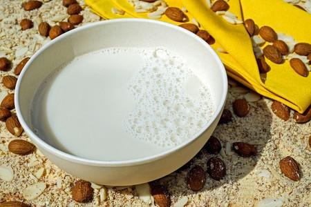 La mayoría de los sustitutos de la leche son bajos en yodo y te explicamos su importancia