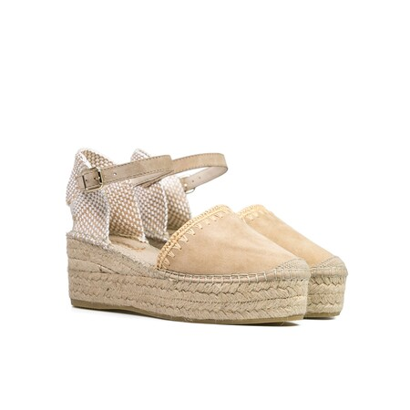 https://www.trendencias.com/moda-famosas/amelia-bono-apuesta-look-sofisticado-primavera-vestido-tipo-tunica-unas-alpargatas-vidorreta