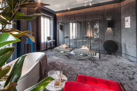 Sofisticado y masculino: así es el baño que Manuel Espejo ha diseñado para Jacob Delafon en Casa Decor