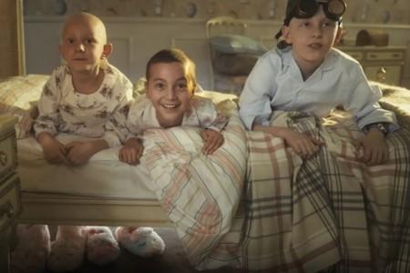 """""""La alegría también cura"""": el spot  para concienciar sobre el cáncer infantil que apuesta por el juego y las risas a ritmo de rap"""