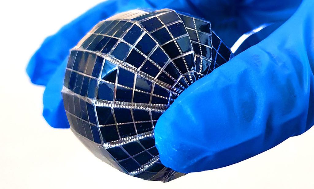 Desarrollan un panel solar en forma de esfera que promete entre un 15% y un 100% más de potencia