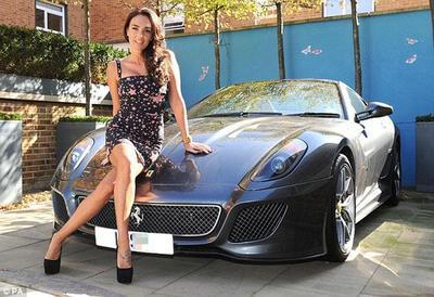Hola, soy Tamara Ecclestone y este es el Ferrari 599 GTO que me regaló papá Bernie