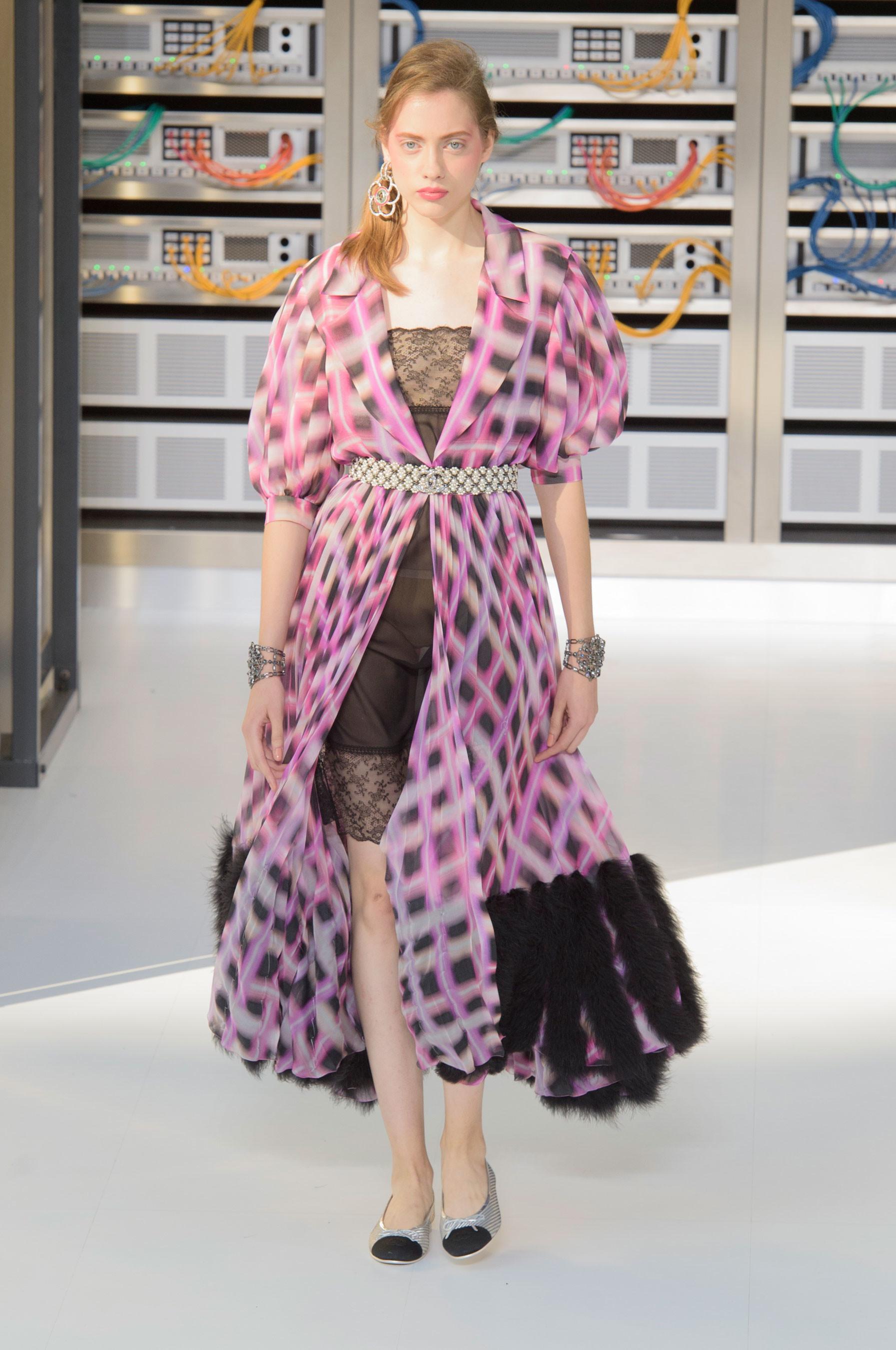 Foto de El regreso al futuro de Chanel en su colección Primavera-Verano 2017 (49/96)