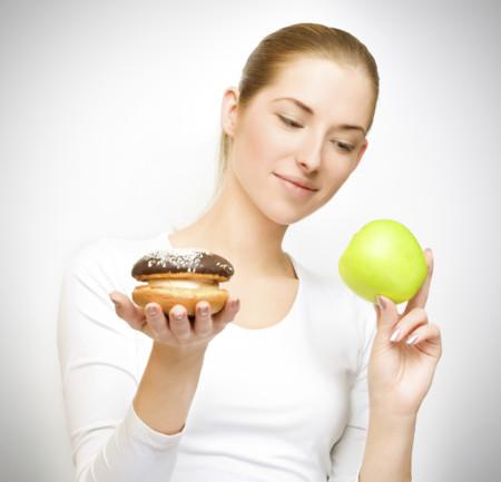 Nuevo estudio compara la efectividad de las dietas bajas en hidratos y bajas en grasas para perder peso
