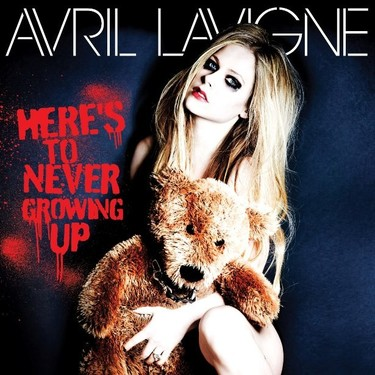 Avril Lavigne y su efecto Peter Pan en 'Here's to never growing up'