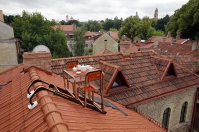 ¿Te atreverías a tomar el té en lo alto de tu tejado? Aine Bunikyte cree que sí