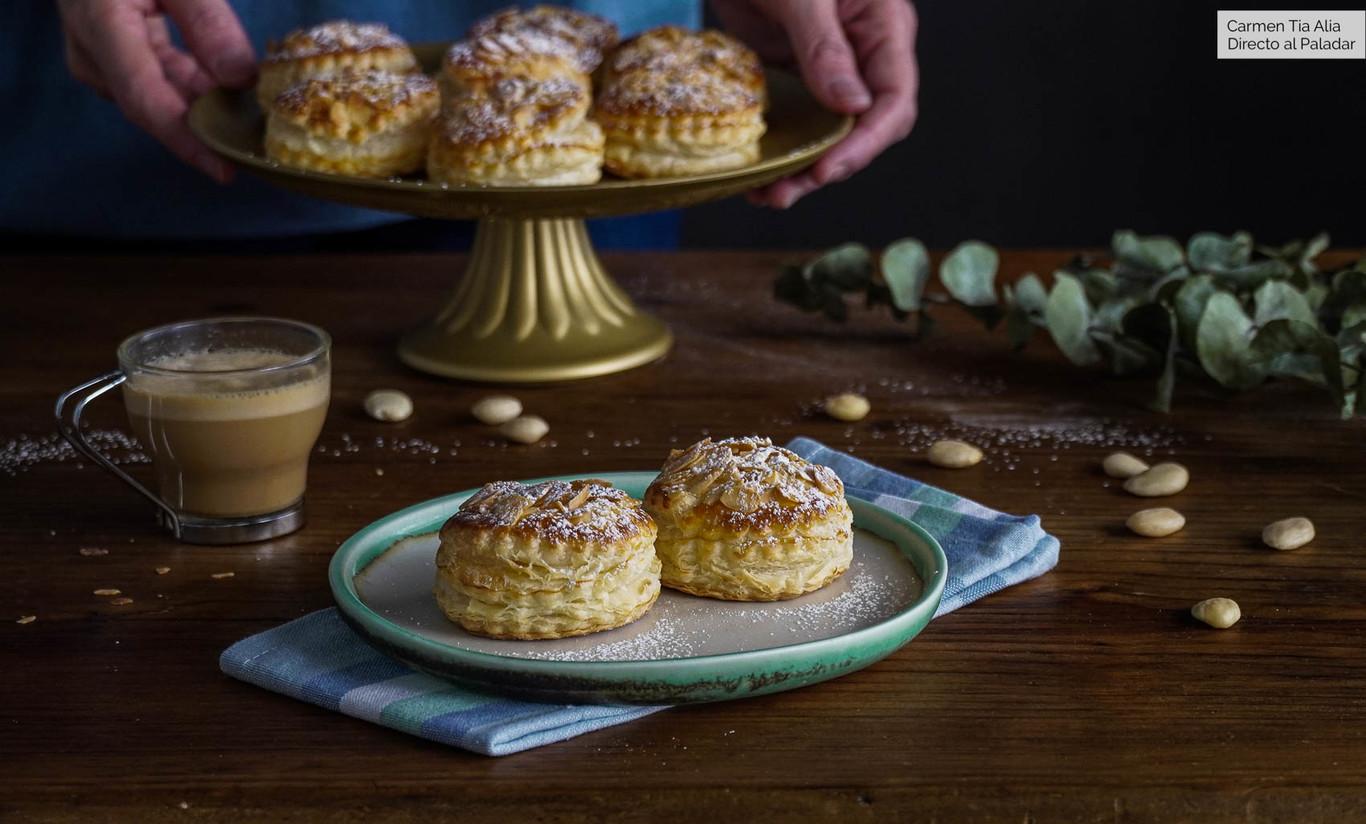 Hojaldres de crema de almendra, el poste más fácil (receta con vídeo incluido)