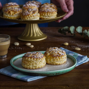 Hojaldres de crema de almendra, el postre más fácil (receta con vídeo incluido)