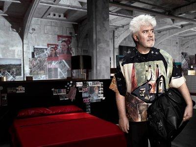Pedro Almodóvar se convierte en el nuevo chico Prada, estas son las primeras imágenes de la firma italiana