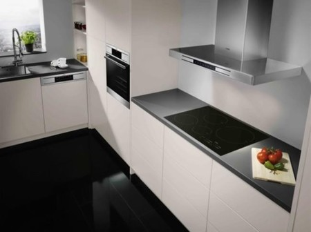 Espejitos mágicos, televisiones en el baño y campanas extractoras inteligentes en Xataka Smart Home