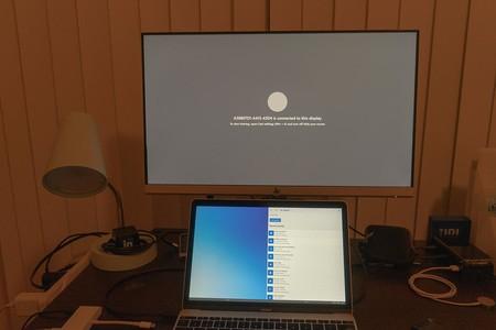 """Logran instalar el emulador de Windows 10X en un MacBook Pro: el sistema operativo modular también """"funciona"""" en un portátil"""