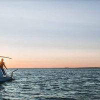 ¿Prefieres viajar en caravana o en barco? Con este innovador invento tendrás todo en uno (y, además, es precioso)