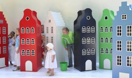 Armarios para dormitorios infantiles inspirados en los edificios de Amsterdam