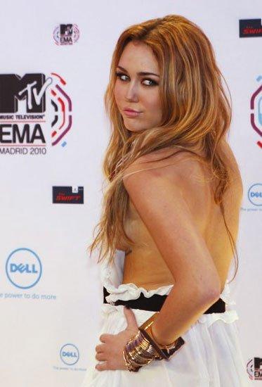 Miley en la Alfombra roja de los MTV 2010