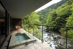 Terraza privada con onsen privado