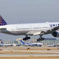United Airlines primero sube y luego cae en bolsa: la factura en Wall Street de expulsar a pasajeros