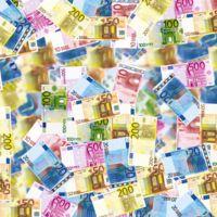 ¿Cuándo dinero falso se debería falsificar para que tuviera impacto en el mundo?