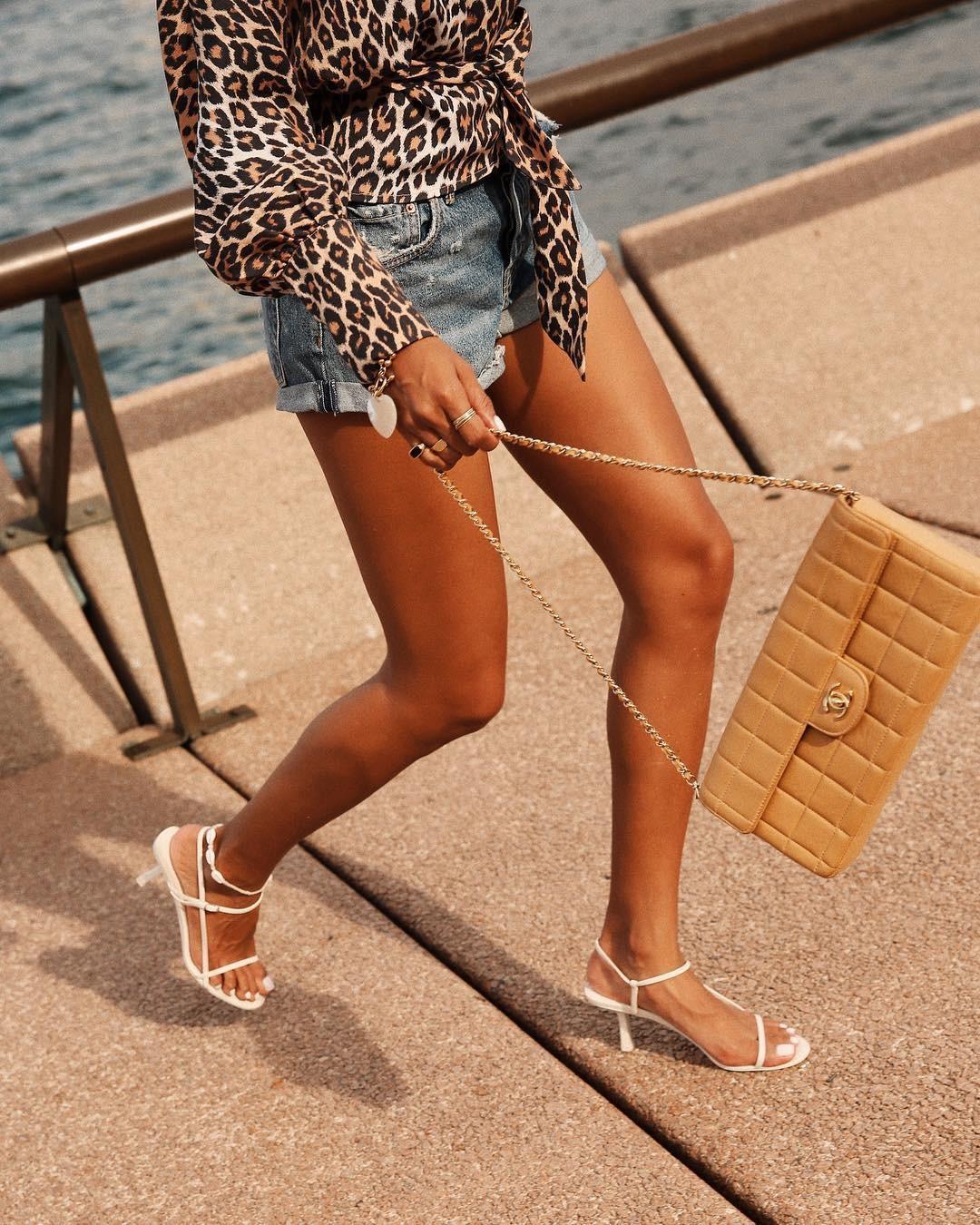 Los mules y las sandalias de tiras son el calzado tendencia de esta  primavera verano 2019  15 ideas para lograr el look 709a23e22b47