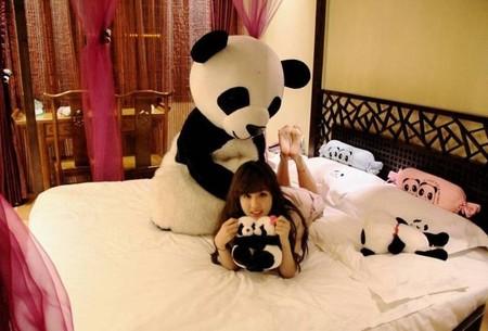 En este hotel los empleados se visten de osos panda para ti