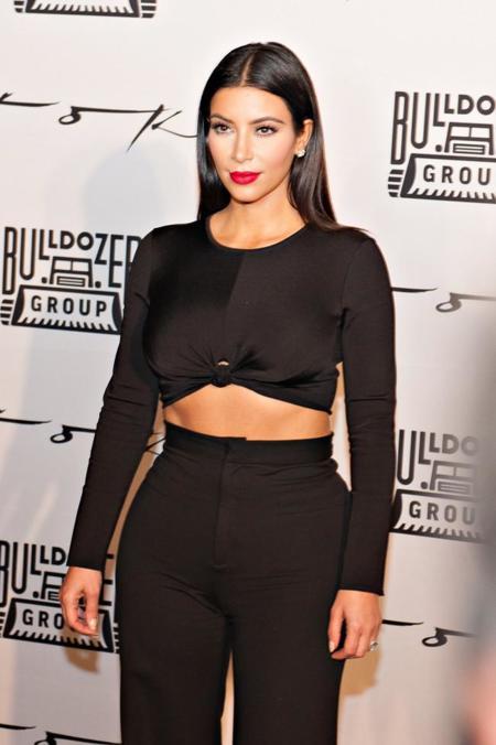 """Kim Kardashian se siente cómoda con todas las tendencias, es el turno del """"crop crop top"""""""
