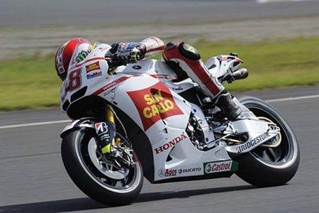 Marco Simoncelli se estrena con la Honda RC213V