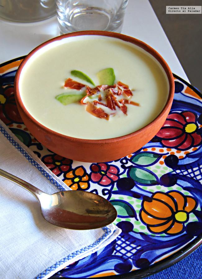 Sopa Fria De Coco A La Pimienta