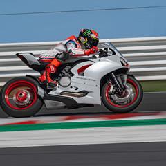 Foto 7 de 9 de la galería ducati-panigale-v2-white-rosso-2020 en Motorpasion Moto