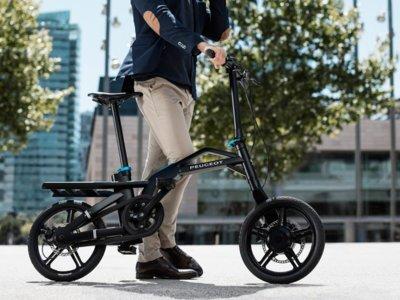 Plegable y eléctrica, así es la bici con la que Peugeot quiere conquistar la ciudad
