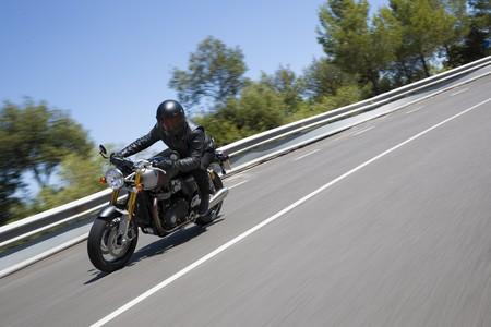 ¡Pedazo de rugido! La Triumph Thruxton RS enseña en este vídeo su cara más potente y divertida