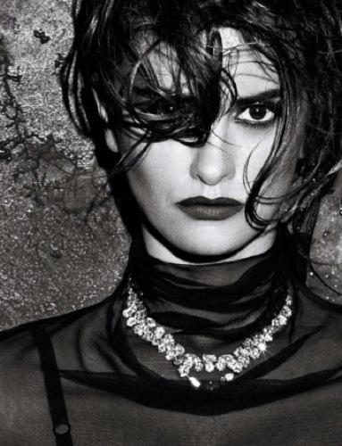 Penélope Cruz increíblemente sexy en la portada de Interview III