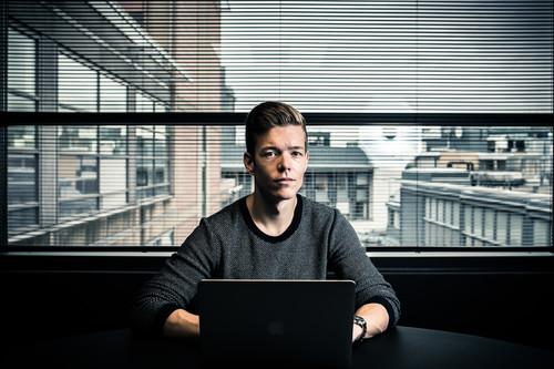 Este hacker descubrió que la policía dirigía un portal de pornografía infantil en la darknet