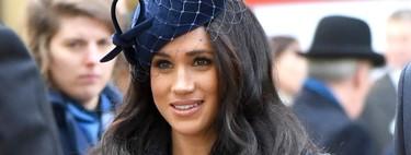 Meghan Markle vuelve a ser la que mejor luce los abrigos con este look ideal en azul con tocado a juego
