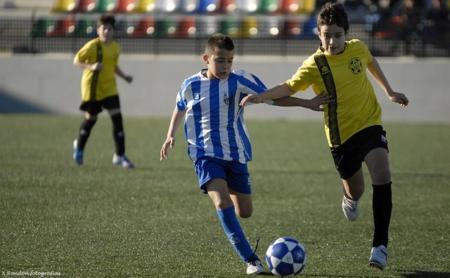 Ejercicios de manejo y control de balón para niños en fútbol