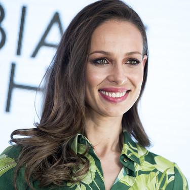 Eva González presenta la nueva campaña de Cortefiel con un look primaveral de lo más ideal