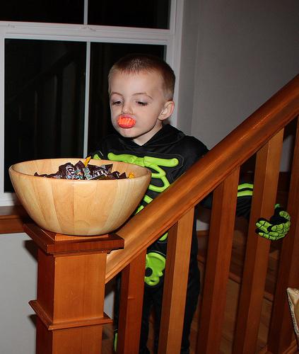 Comiendo dulces en Halloween