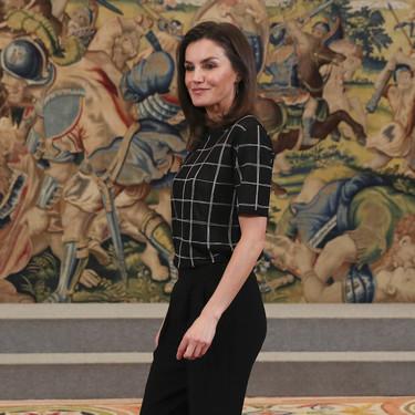 Doña Letizia Ortiz vuelve a inspirarnos con un look perfecto para el despacho