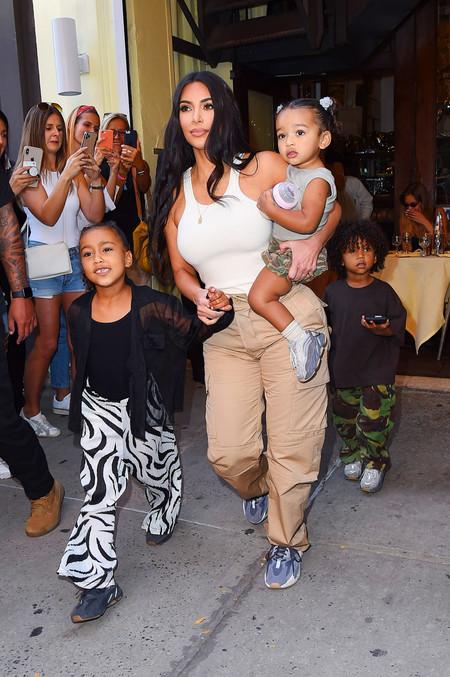kim kardashian pantalones cargo