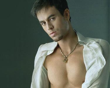 Enrique Iglesias nominado a 10 premios Billboard Latinos