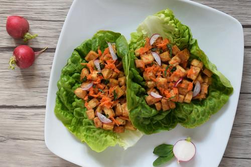 Tacos de lechuga con tofu marinado: receta saludable vegana sin harinas