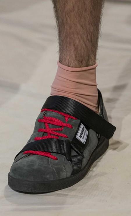 La Fusion De Sneakers Y Sandalias Hacen Que Las Tiras Se Conviertan En La Primera Gran Tendencia De Calzado 2
