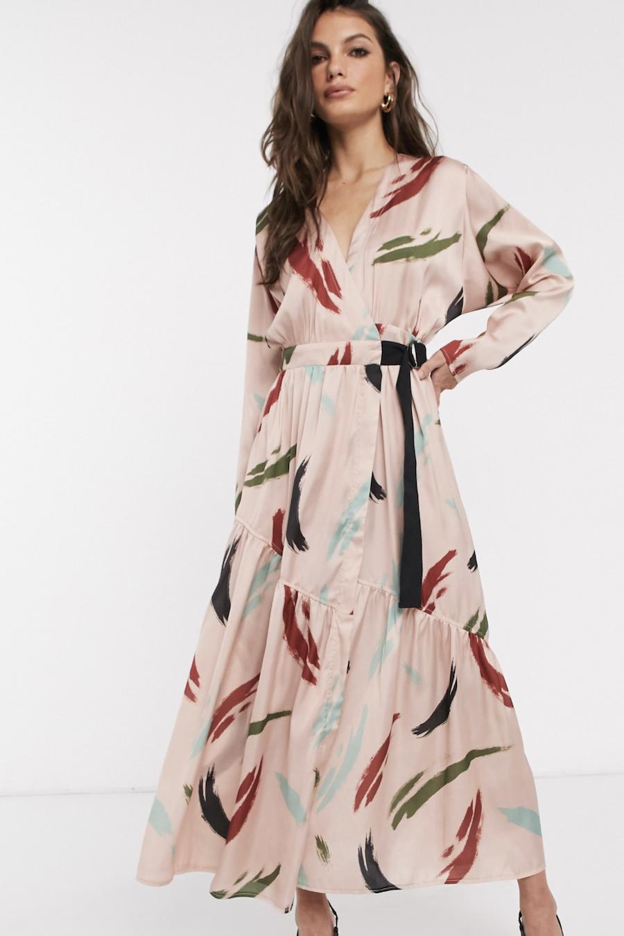 Vestido largo y cruzado con estampado contemporáneo de ASOS DESIGN