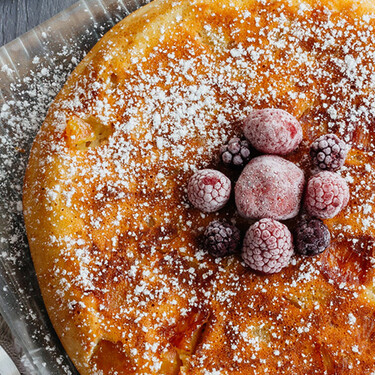 Pastel de manzana en sartén. Receta de repostería fácil