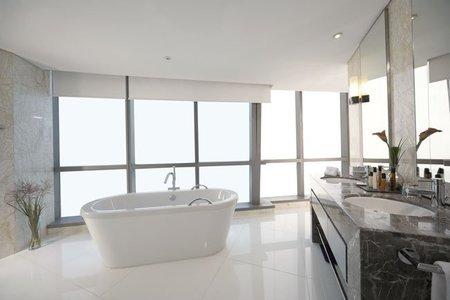 3383-Deluxe-Bathroom