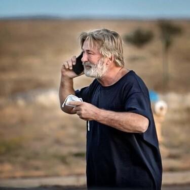 Alec Baldwin mata a la directora de fotografía de la película que estaba rodando: en la pistola había balas reales y no de fogueo