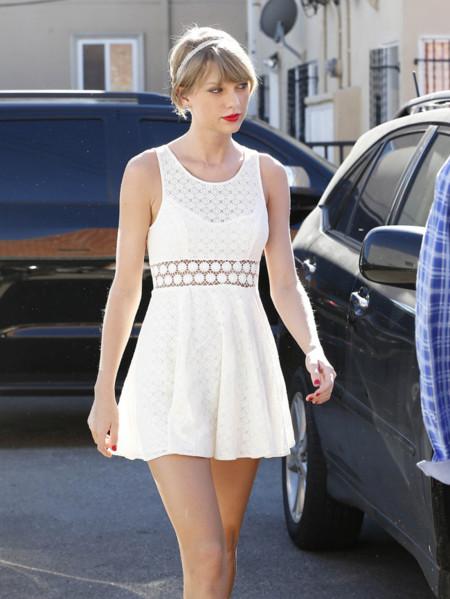 ¿Cómo presumir de las piernas más largas? Taylor Swift tiene la solución