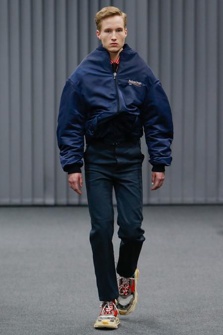 Balenciaga confirma el regreso de los logos a las tendencias de moda