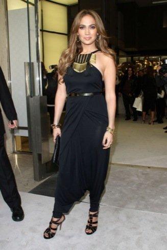 El curioso look de fiesta de Jennifer Lopez de Gucci