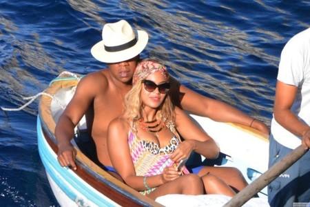 Beyoncé sigue de vacaciones, y nos deja looks ¿para el año que viene?