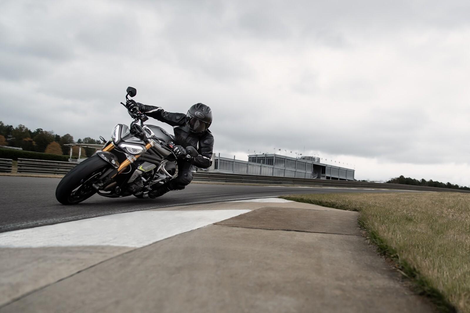 Foto de Triumph Speed Triple 1200 RS 2021 (24/71)